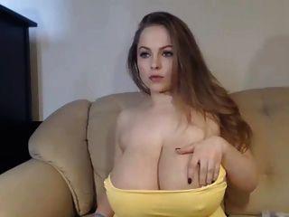 atemberaubende busty Mädchen auf Webcam
