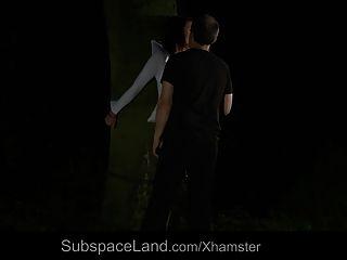 nataly gebunden in den Wald in der Nacht und gefickt
