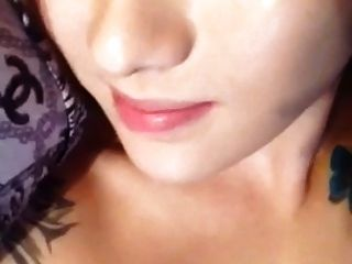 selfies busty chinesisches Mädchen mit Tätowierung