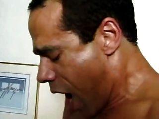 Milf in den Arsch und den Mund gefickt