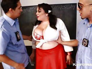Schlampe große Tit Schüler Julia Sands verdoppelt von Lehrern zusammen