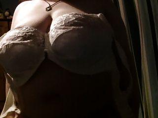 mit ihren boobs für dich spielen