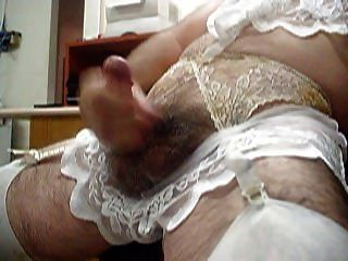 crossdresser in lave dessous masturbieren