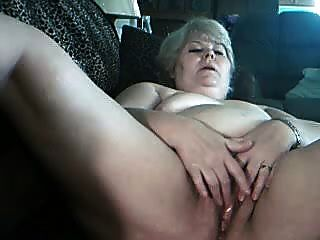 fette blonde Oma in Webcam r20
