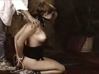 schöner Sklave in Bondage