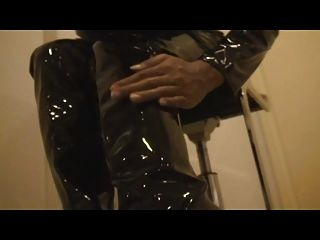 schwarzer pvc catsuit