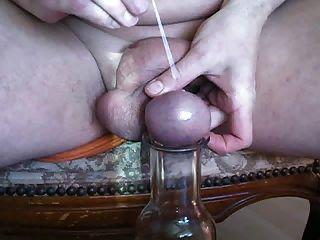 Nadel durch den hoden eier gestochen