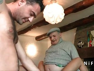 junges gebräuntes französisches Baby gefickt hart in 3way mit papy