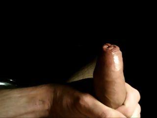 close up ungeschnittene Vorhaut wichsen