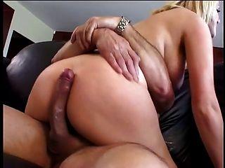 big tits blonde liebt es, einen großen Schwanz zu fahren