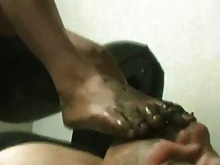 leckte schmutzige Füße