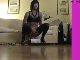 sexy crossdresser fährt dildo