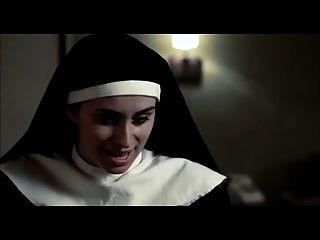 lesbische Szene aus dem Film nackte Nonnen mit großen Kanonen