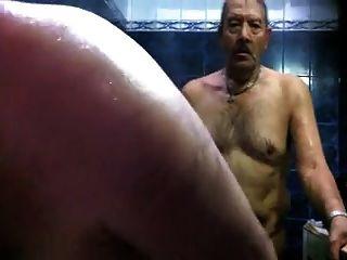Heißer Papa in der Sauna