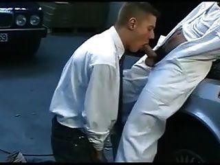 Chef und geiler Araber in der Garage