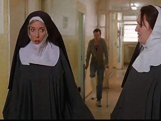 Nonnen gefesselt und von Polizisten entkleidet!