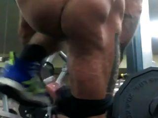 Str8 Männer fast nackt im Fitnessstudio gefangen