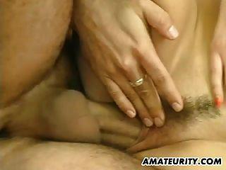 Amateur Freundin Dreier mit 2 Jungs