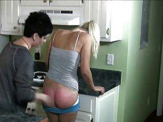 in der Küche verprügelt