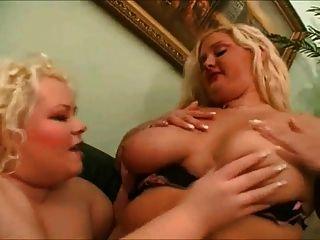 2 große fette bbw lesben lieben küssen, saugen ihre pussies 1