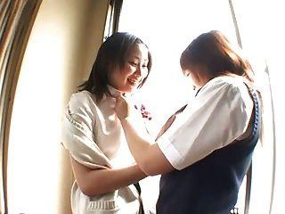 Schulmädchen küssen
