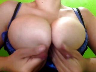 Latina Melken große geschwollene Titten