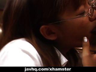 japanische Lehrerin gefällt ihrem Schüler unzensiert