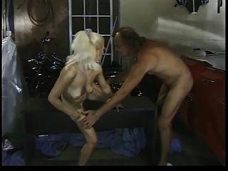 Höhlenmensch suchen Kerl mit dicken Schwanz fickt blonde Bimbo