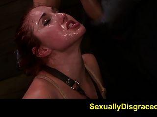 fetishnetwork rosafarbenes rotes Tyrell gebunden an sybian