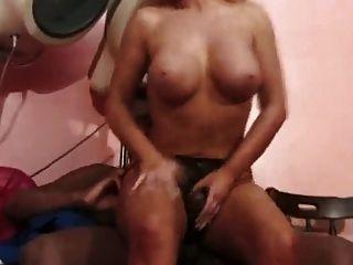 interracial buttfuck im Friseursalon