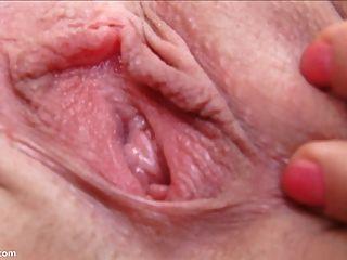 enge 18yo Vagina close up