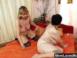 Amateur Grannies perverse lesbische Pussy Spiele