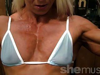 pro bodybuilder nathalie falk in der Turnhalle