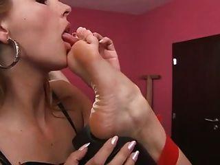 lesbische lecken weibliche Füße