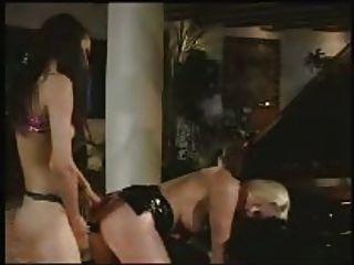 lesbische strap auf anal spaß