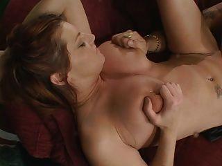 big tits chick bekommt ihre pussy hämmerte