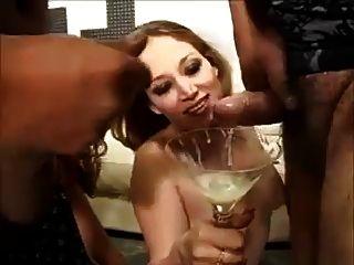 sie liebt schlucken eine Menge Sperma 2