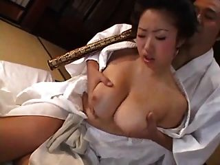haarige große boobs geisha bekommt ein creampie