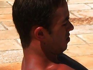 Hot sexy Jungs ficken in den Pool