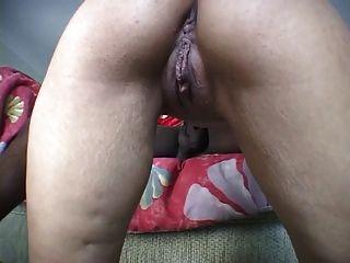 Kleine Titten hottie vanessa saugen einen großen schwarzen Schwanz