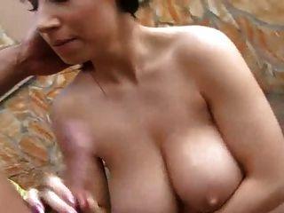 Sperma auf große Titten (1)