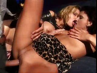 Gruppe anal fuck mit julia taylor