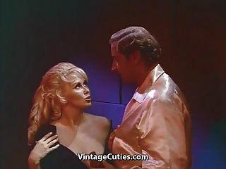 big boobs auf einem blonde milf (1960er Jahrgang)