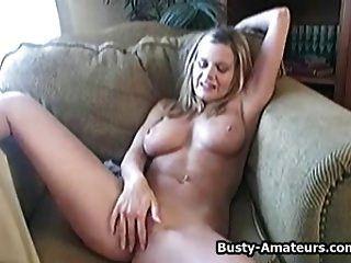 ziemlich busty Amateur lisa masturbiert ihre Pussy