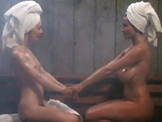 lesbiana tetona en el sauna