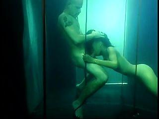 schwarzes babe unterwasser
