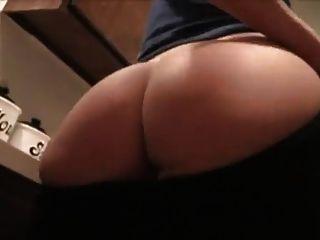 nordic west blonde zeigt ihre firangini ass knacken