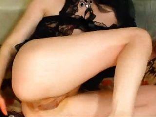Sie fickt ihren Arsch mit Dildo und Faust