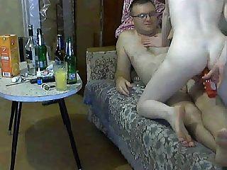 russische Paar versucht, Spaß zu haben