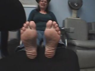 Anbetung Füße Reife Ebenholz Füße
